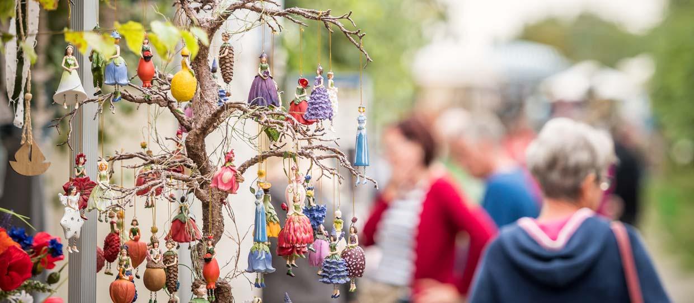 Rügen-Markt Thiessow Blumenmädchen